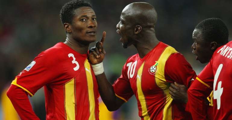 JOHANNESBURG, SOUTH AFRICA - JULY 02: Stephen Appiah of Ghana shouts at team mate Asamoah Gyan after he missed a late penalty during the 2010 FIFA World Cup South Africa Quarter Final match between Uruguay and Ghana at the Soccer City stadium on July 2, 2010 in Johannesburg, South Africa. (Photo by Cameron Spencer/Getty Images)