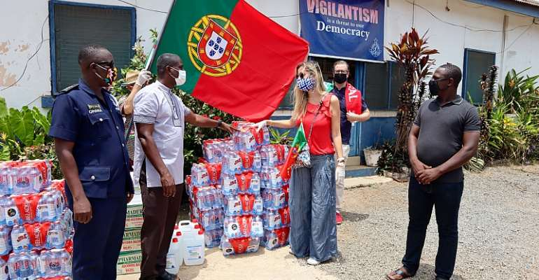 Portuguese Community In Ghana Donates Goods To The Ghana Police