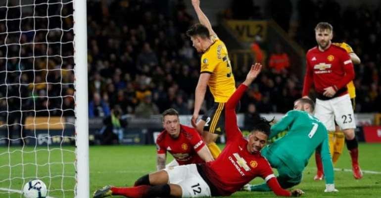 Wolves Beat 10-Man Man United