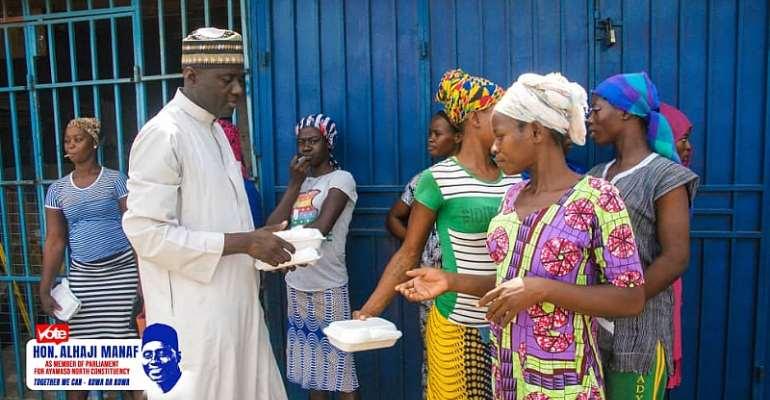 Alhaji Manaf ,distributing food to the female head porters