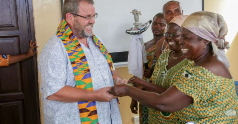 During his trip to the Central and Western Regions, USAID/Ghana Mission Director Andy Karas met with fish mongers and processors. Credit: Yooku Ata-Bedu, USAID/Ghana