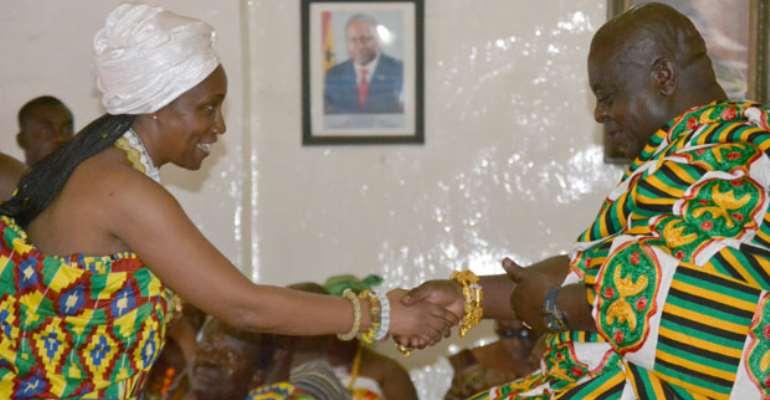 Otoobour Djan Kwasi II congratulates the new Mawerehemea