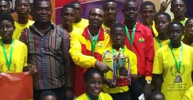 star Ibrahim Gedo Holding the award