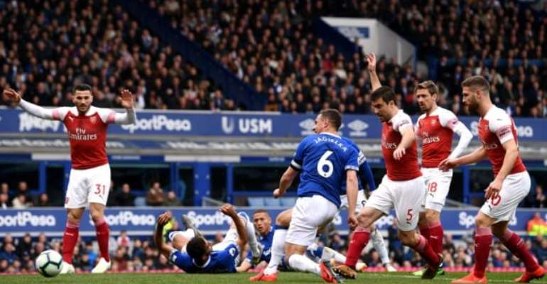 Jagielka Earns Everton Win To Stop Arsenal Going Third