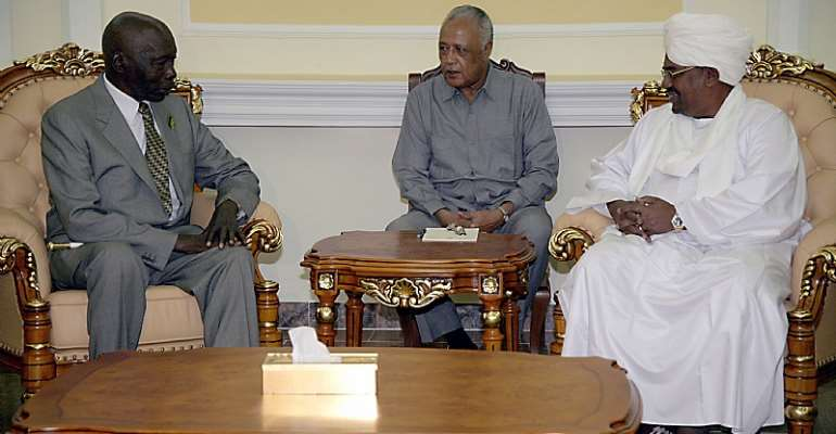 Former Kenyan President Daniel arap Moi (left) during peace talks with Former Sudanese President Omar al-Bashir (right) in Khartoum in 2007. Between them is an interpreter.  - Source: Philip Dhil/EPA