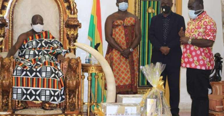 Mr. Kwaku Ofori-Asiamah standing before Otumfuo Osei Tutu II