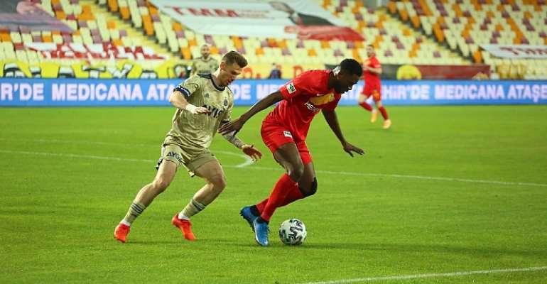 Benjamin Tetteh [on the ball] in action against  Fenerbahce on Thursday. Photo Credit/Yeni Malatyaspor