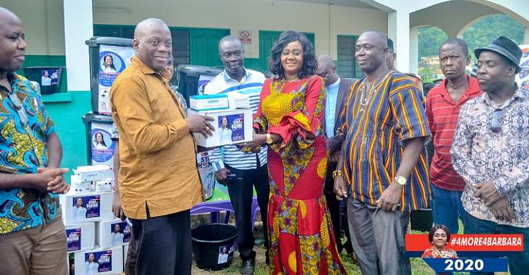 Covid-19: Barbara Oteng-Gyasi Donates GH₵100,000 Worth Of PPE's To Prestea Huni-Valley Municipality