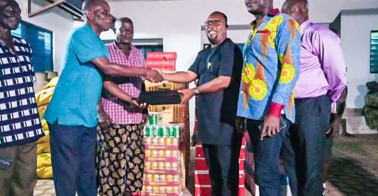 Prestea/Huni-Valley MP, MCE Donates Towards Apasotoɔ Festival