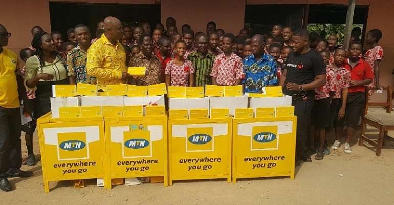 Mr Mohammed Yakubu, Manager MTN Sales and Distribution Presenting Science Set to students in Cape Coast