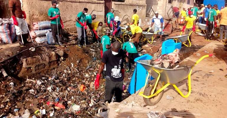 Zoomlion And Wash Africa Tackle Filth In Nima