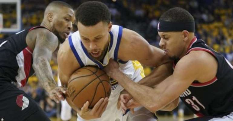 Curry Inspires Warriors To Opening-Game Win Over Blazers