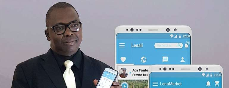Mamadou Gouro Sidibé displays the Lenali app.