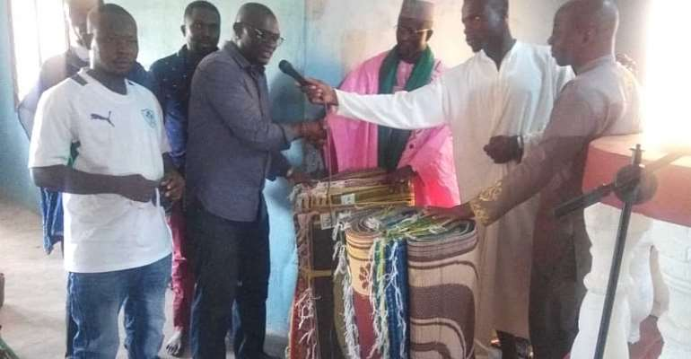 Tain DCE Donate Mats To Muslims