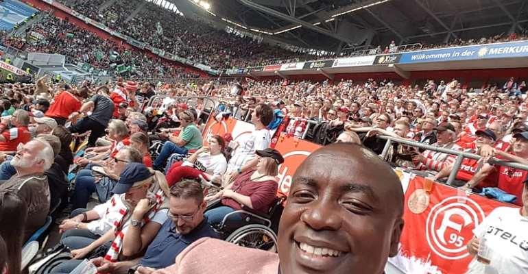 [Video] Kwabena Agyepong Watches Live Match Between Fortuna Dusseldorf And Hannover 96 At Dusseldorf Spiel Arena