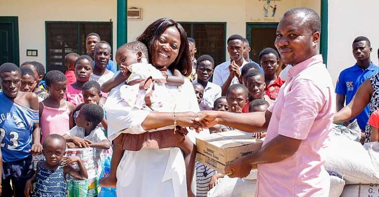Amma Frimpomaa Dwumah Donates To Two Orphanage Homes In Sunyani