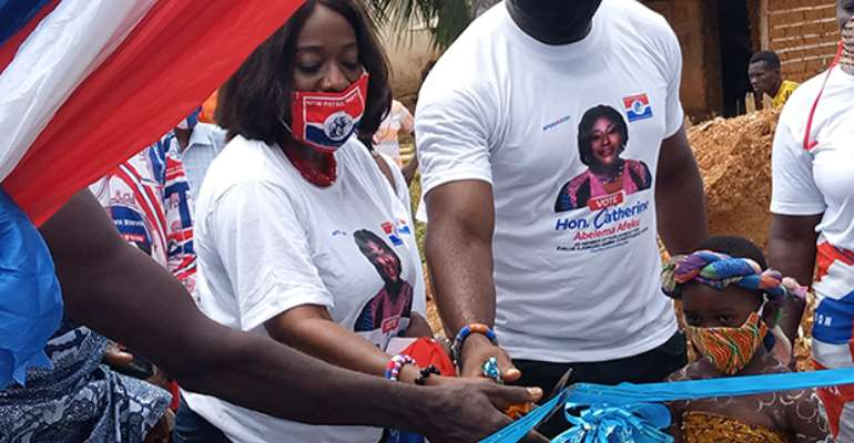 Catherine Abelema Afeku cutting the tape to commission the community