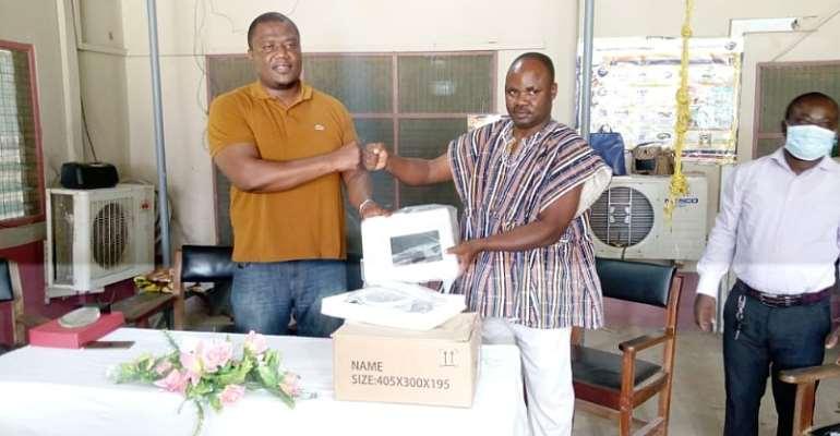 Sekyere East: Dr. Ayew Afriye donates Cardiotocography Machine to district hospital