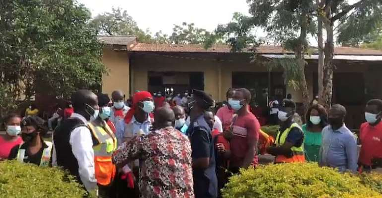 Angry parents of pupils of Achimota Preparatory protest school's closure by GES