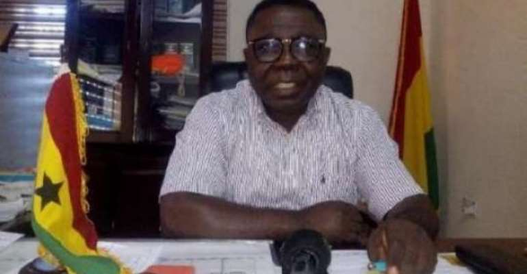 COVID-19: Ashaiman MCE Shares Face Masks To Residents