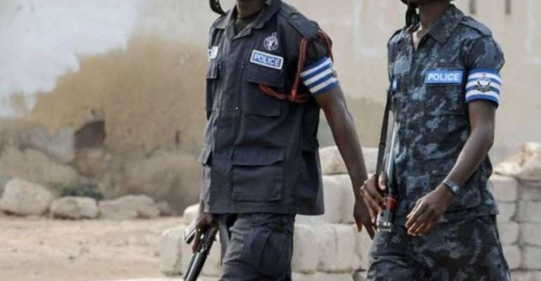 E/R: Police on manhunt for suspected robbers who escaped during shoot-out