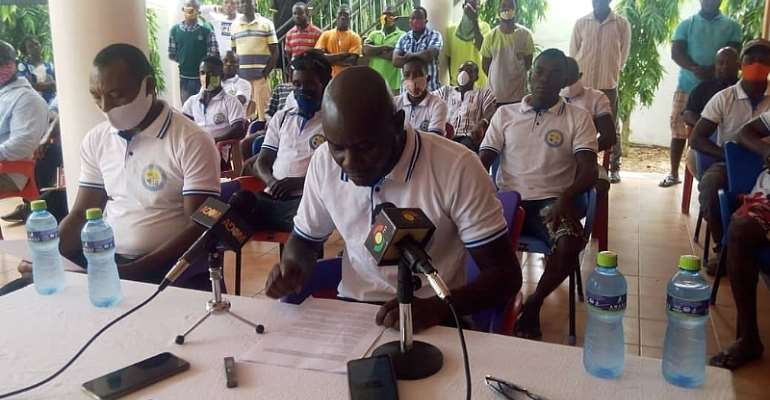 Harrison Noye Quarshie, Assistant Secretary of the Youth Association (with the microphone) addressing the press