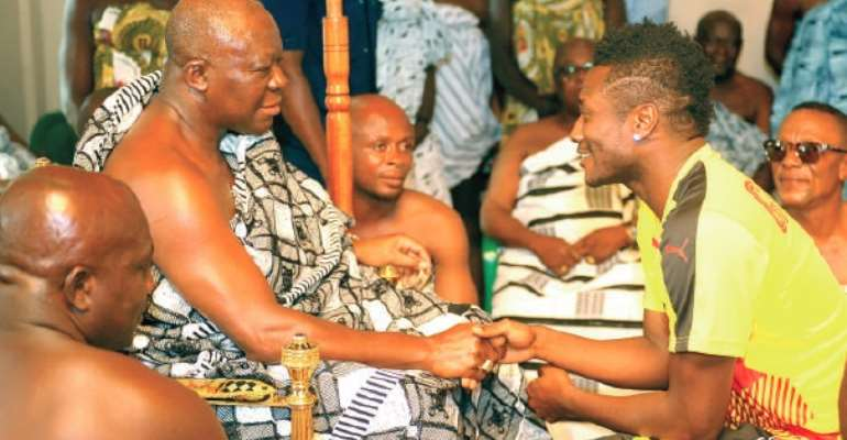 Otumfuo advises Black Stars to play for pride not money, urges government to fulfill promises to players