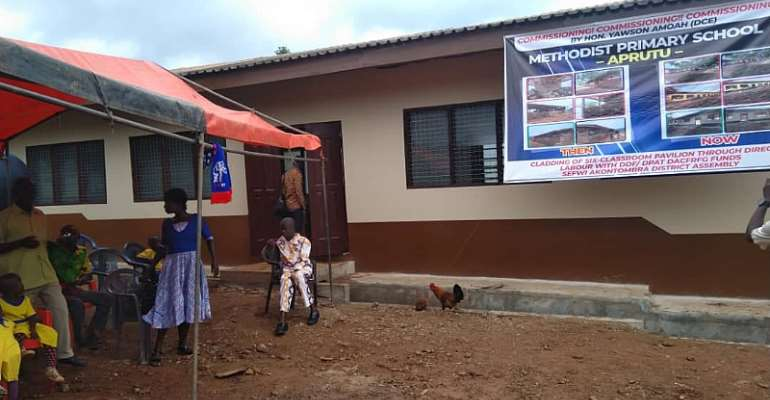 Sefwi Akontombra District Chief Executive Commissions Six Unit Classroom Block In Aprutu