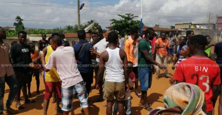 A/R: Angry Residents Of Sepe-Timpon Block Road Over Flooding