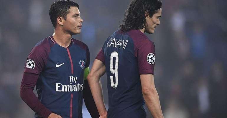 La déception de Thiago Silva et d'Edinson Cavani après l'élimination face au Real  Image credit: Getty Images