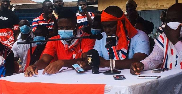 NPP Primaries: Polling Station Officers In Asante Akyem Angry Over 145 Missing Names In Album