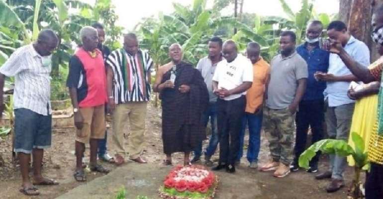 Chief Prays for Mahama at Cemetery