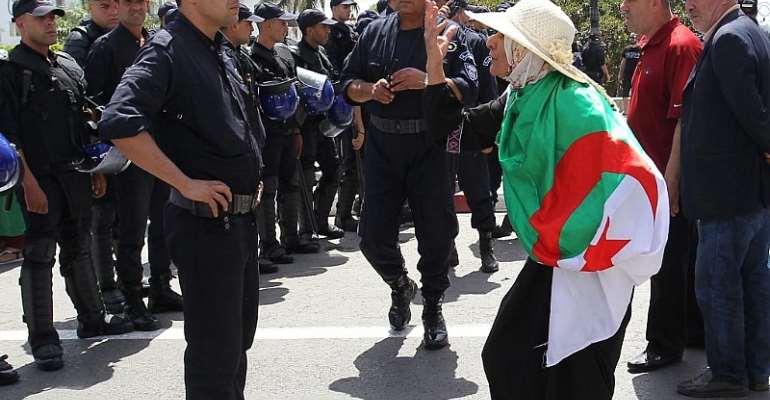 Algerian protesters rally despite arrests