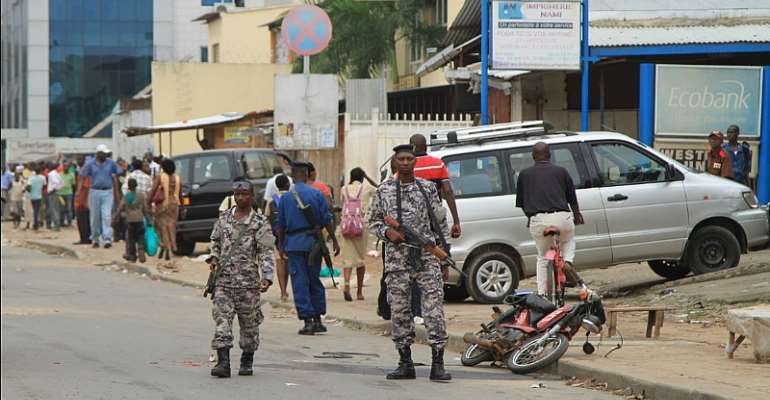 In this February 3, 2016 photo, policemen and soldiers patrol the streets after a grenade attack of Burundi's capital Bujumbura. CPJ and human rights groups are calling on the EU to uphold human rights benchmarks set in 2016 when the EU suspended direct financial support to the country in the wake of the 2015 political crisis. (Reuters/Jean Pierre Aime Harerimama)