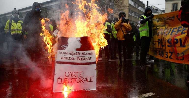 French public auditors warn over rising debt