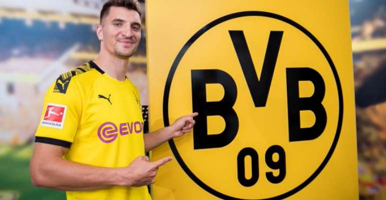 Borussia Dortmund Complete Signing Of Thomas Meunier
