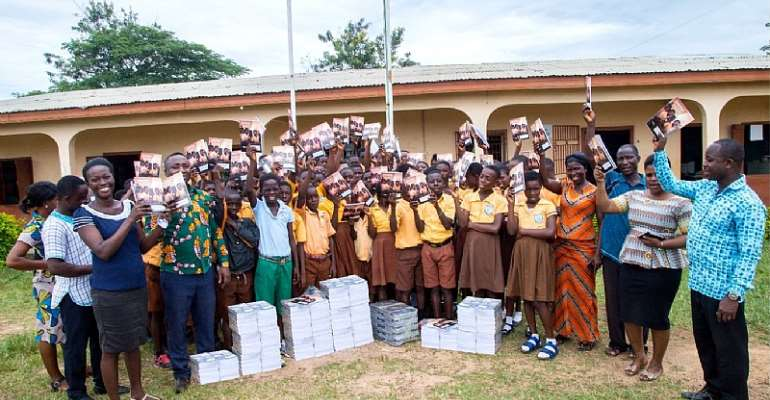 Pupils, teachers and some PTA Executives displaying some of the items in a group photograph