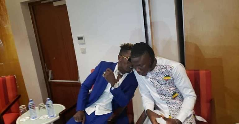 #Peace Conference:  Shatta Wale Gives Stonebwoy A Soothing Kiss [Video]