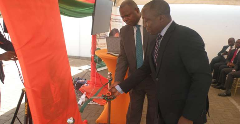 The two Managers cuting the tape to unveil the partnership seal