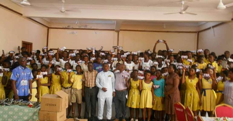 Tarkwa-Nsuaem MP Donates 3,250 Maths Sets To BECE Candidates