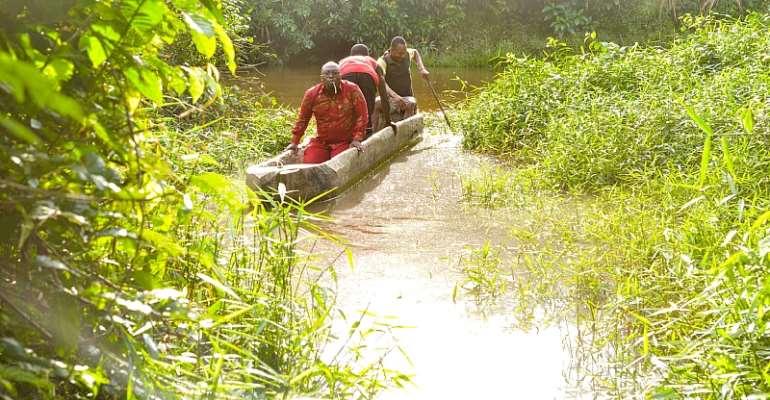 Barbara Oteng-Gyasi Donates Canoe To Kojo Bortey Esuogya Community