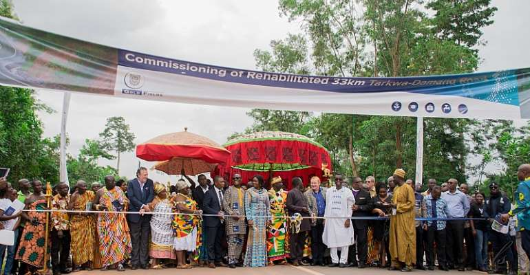 Gov't and GGL officials together with Chiefs cutting the ribbon to commission the 33km road.