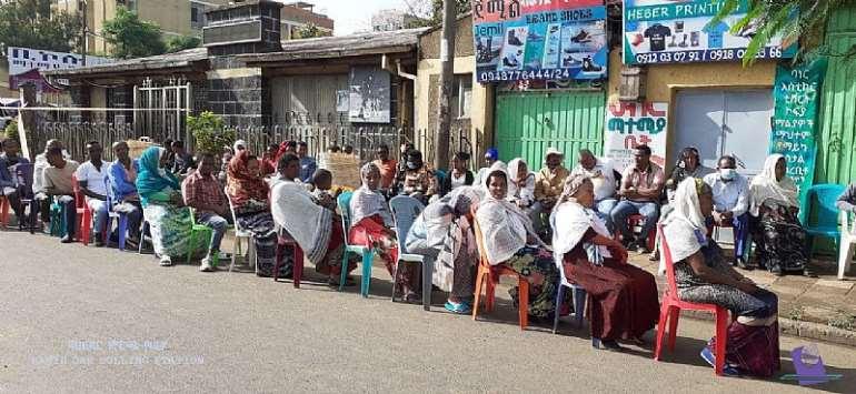 Ethiopians waiting to vote (courtesy of nebe.org.net)