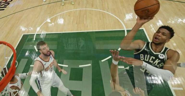 Giannis Antetokounmpo helped the Bucks to a crucial win