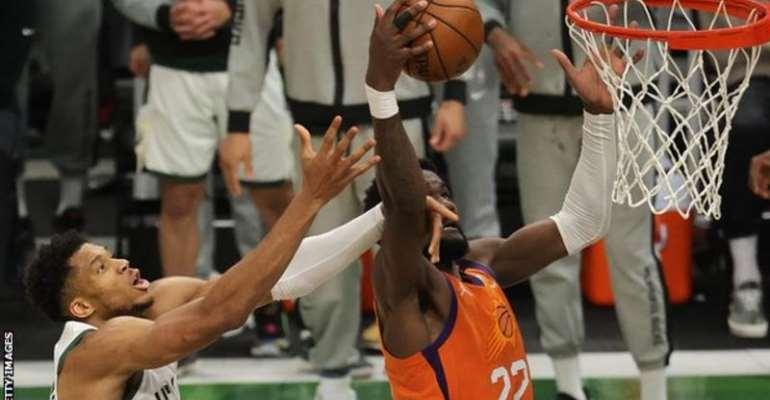 Giannis Antetokounmpo's block on Deandre Ayton kept the Bucks ahead in the fourth quarter