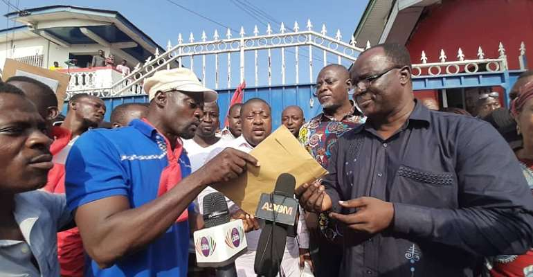 C/R: NPP Supporters Storm Party Headoffice Over 1st Vice Chair's Suspension