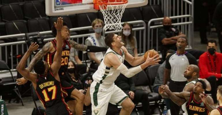 Lopez put in an impressive performance to help the Bucks to victory