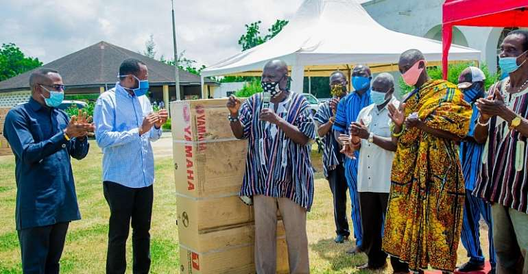 CODA Distributes Outboard Motors To Fishers In Central Region