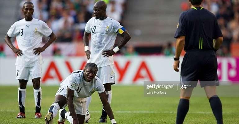 17-06-2006: FIFA World Cup Czech Republic - Ghana - Ghanas Sulley Muntari (down) - behind him captain Stephen Appiah, Habib Mohamed (L). (Photo by Lars Ronbog/FrontzoneSport via Getty Images)