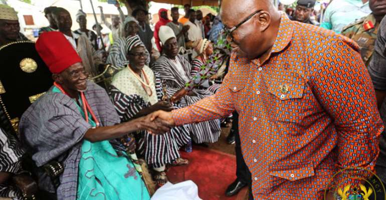 President Akufo-Addo exchanging pleasantries with the Ullo Naa
